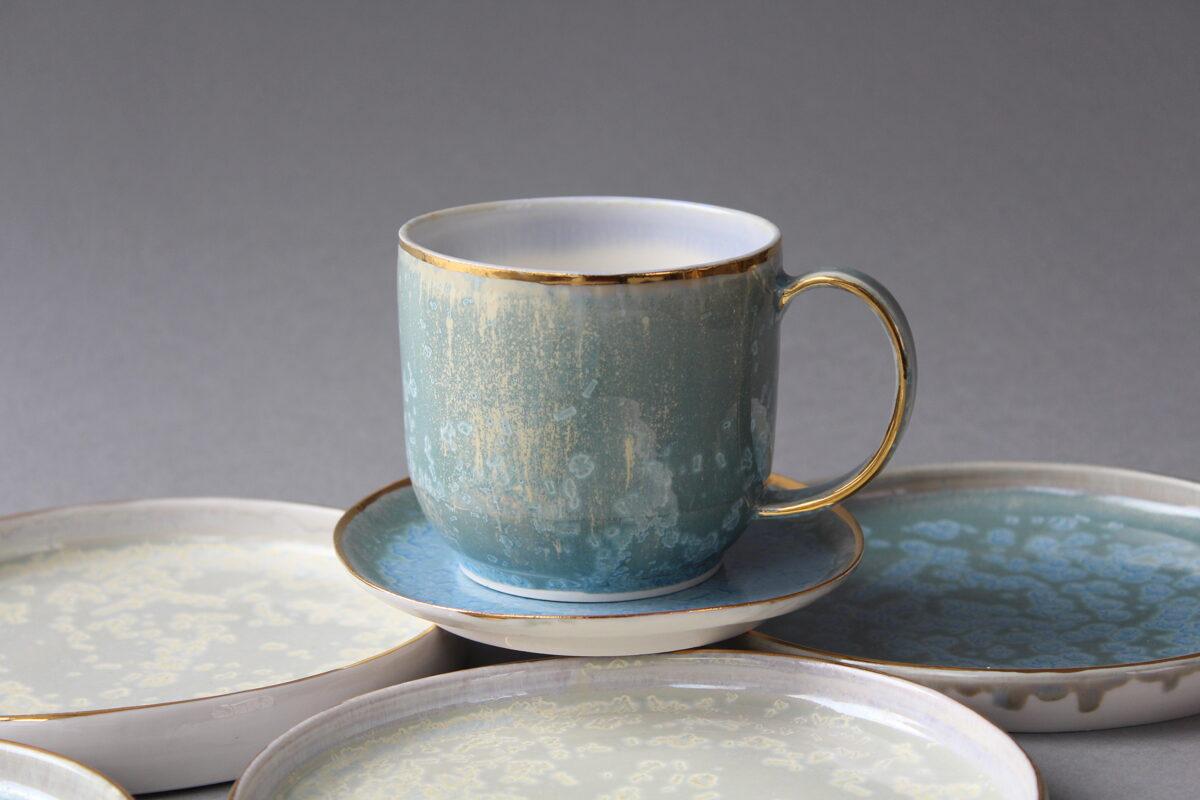 Zilganzaļā porcelāna tase
